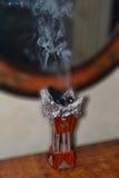 燃烧器香火上升的烟 免版税库存图片