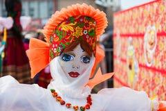 燃烧的大玩偶在民间节日Maslenitsa期间或 图库摄影