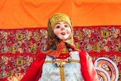 燃烧的大玩偶在民间节日Maslenitsa期间或 免版税库存照片