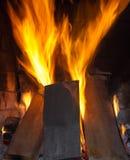 从燃烧的宏观纹理火焰注册壁炉 免版税库存照片