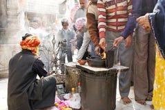 燃烧的德里香火新的nizamuddin寺庙 库存照片