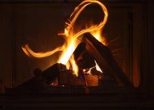 燃烧的火的纹理在壁炉的 免版税库存图片