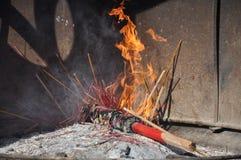 燃烧的香火棍子 库存图片