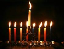 燃烧的Chanukah 被点燃的Chanukiah 犹太光明节的节假日 免版税图库摄影