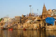 燃烧的Ghat在瓦腊纳西,印度 免版税库存照片