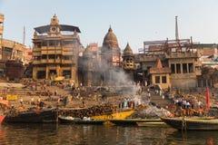 燃烧的Ghat在瓦腊纳西,印度 库存照片