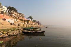 燃烧的Ghat在瓦腊纳西,印度 免版税库存图片