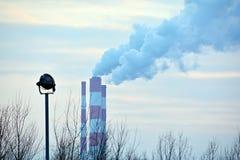燃煤发电植物工业烟囱 图库摄影