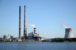 燃煤发电站雷布尼克在波兰 免版税库存图片