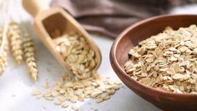 燕麦、燕麦片或者燕麦剥落在碗 股票录像