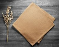 燕麦的耳朵在木头的 库存照片