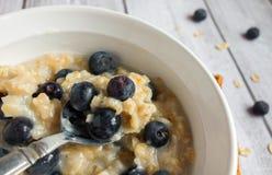 燕麦粥和蓝莓 图库摄影