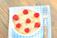 燕麦粥用莓 经典早餐 免版税图库摄影