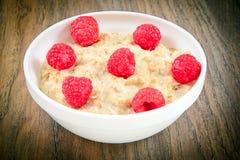 燕麦粥用莓 经典英语 图库摄影