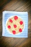 燕麦粥用莓 经典英语 库存图片