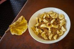 燕麦粥用香蕉 库存图片