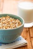 燕麦粥粥和杯牛奶 库存照片