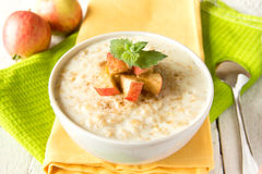 燕麦粥粥用苹果 库存图片
