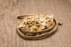 燕麦谷粒 在五谷附近的纸绳索 选择聚焦 免版税库存照片