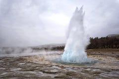 爆发喷泉冰岛strokkur 库存图片