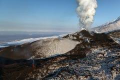 爆发在堪察加半岛的扎尔巴奇克火山火山 免版税库存图片