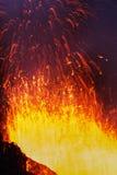 爆发扎尔巴奇克火山火山:从火山堪察加的喷泉熔岩 免版税库存图片
