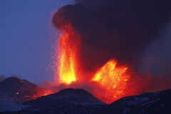 爆发火山 免版税库存照片