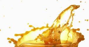 爆炸反对白色背景的橙汁, 股票视频