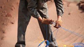 爆炸的准备在猎物的,工作者准备充电,铁矿,炸开在铁矿猎物 影视素材