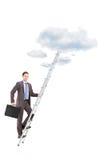 爬一架梯子往的商人的全长画象 免版税库存图片