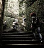 爬上台阶的人们 免版税库存照片