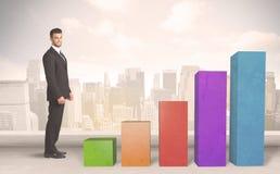 爬上在五颜六色的图柱子概念的企业人 图库摄影