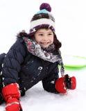 爬犁的愉快的孩子在冬天 免版税库存照片