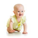 爬行在白色背景的地板上的女婴 免版税库存图片