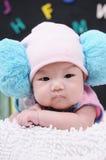 爬行的婴孩 免版税库存照片