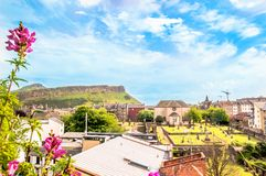 爱丁堡和亚瑟位子-苏格兰都市风景  库存图片