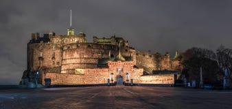 爱丁堡城堡在晚上 免版税库存照片