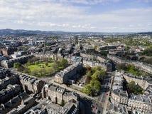 爱丁堡市古镇晴天空中射击3 免版税库存照片