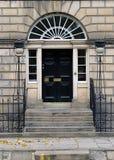 爱丁堡新市镇:典型的入口 免版税库存照片