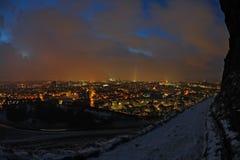 爱丁堡晚上苏格兰地平线冬天 免版税库存图片