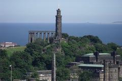 爱丁堡的愚蠢和纳尔逊纪念碑 库存照片