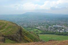 爱丁堡看法从亚瑟` s位子的 库存图片