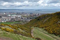 爱丁堡看法往北海的从Arthur's位子,高峰在Holyrood公园的,苏格兰,英国爱丁堡 库存图片
