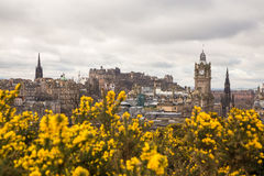 爱丁堡看法从Calton小山的在春天 库存图片