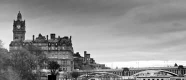 爱丁堡线路全景天空视图 库存照片