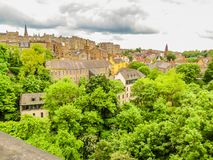 爱丁堡` s历史的老镇,苏格兰,英国看法  库存照片