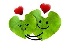 爱上红色心脏的逗人喜爱的夫妇,隔绝与  免版税图库摄影