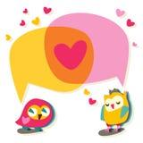 爱与逗人喜爱的猫头鹰的讲话泡影 库存照片