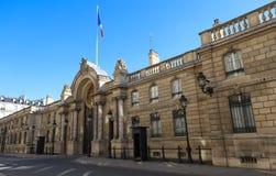 爱丽舍宫的入口门看法从云香du Faubourg圣奥诺雷的 爱丽舍宫-官邸  免版税库存图片