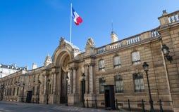 爱丽舍宫的入口门看法从云香du Faubourg圣徒Honore的 爱丽舍宫-官邸  免版税库存图片